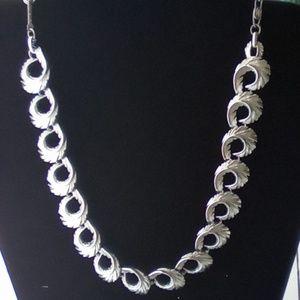 """Vintage """"Lisner"""" 16"""" Silver Leaf Necklace."""